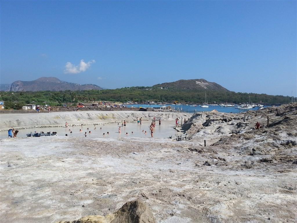Ostrov Vulcano - bahenní lázně